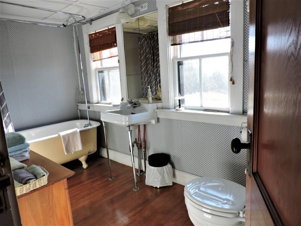 Heritage House bathroom